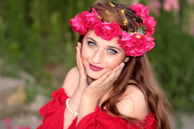 girl-flowers-wreath-green-eyes-104843